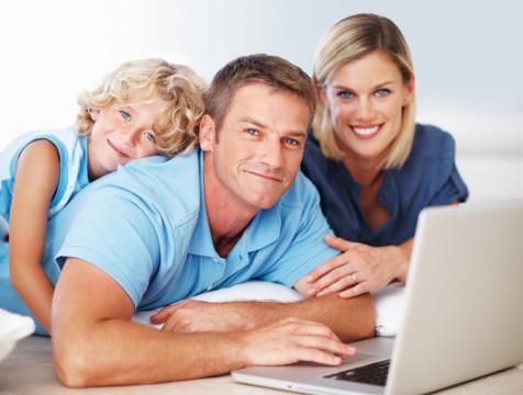 photodune-656152-family-using-laptop-s.jpg