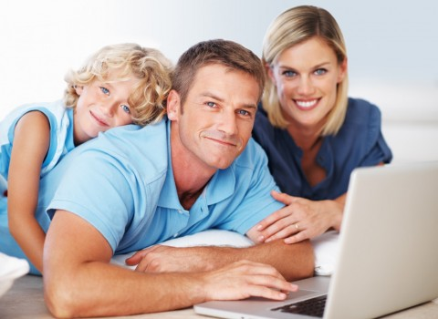 photodune-656152-family-using-laptop-s