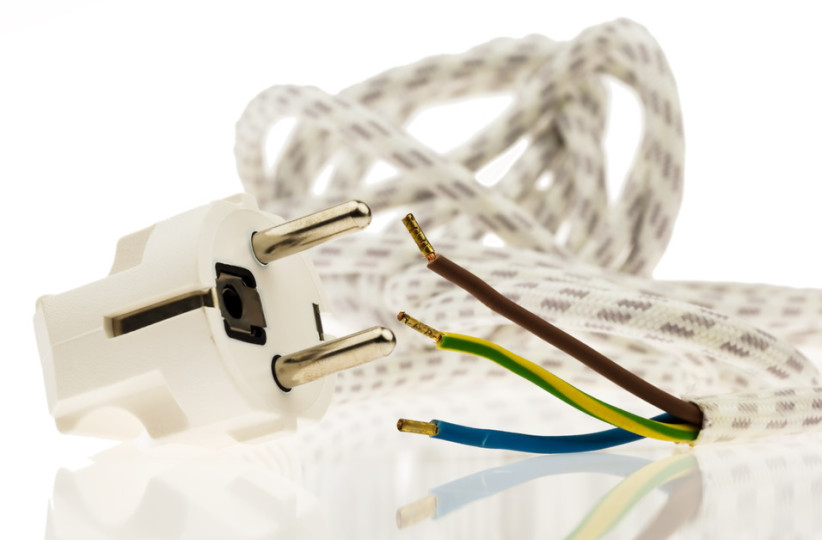 photodune-1815196-a-power-cable-with-plug-s.jpg
